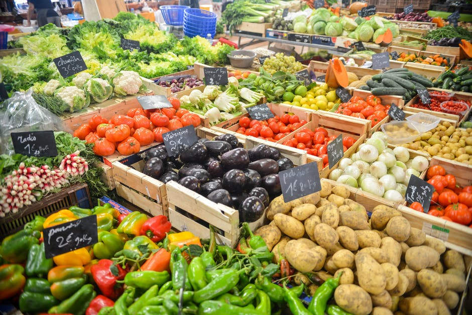 A colorful of brain health foods like peppers, potatoes and tomatoes at a local outdoor market.