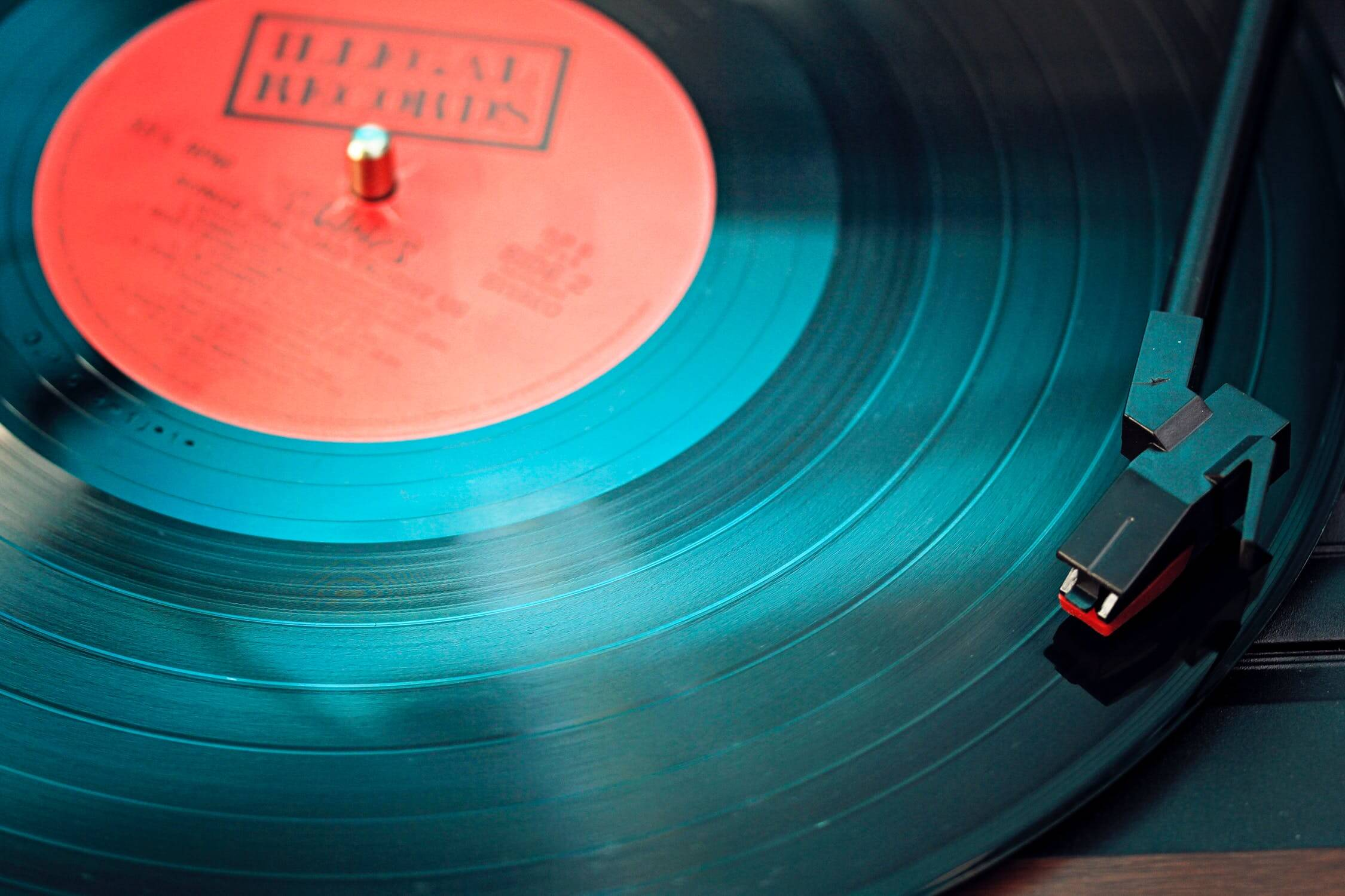 A record being played on a record player. Listening to music to lower stress is one of the healthy habits seniors can practice.
