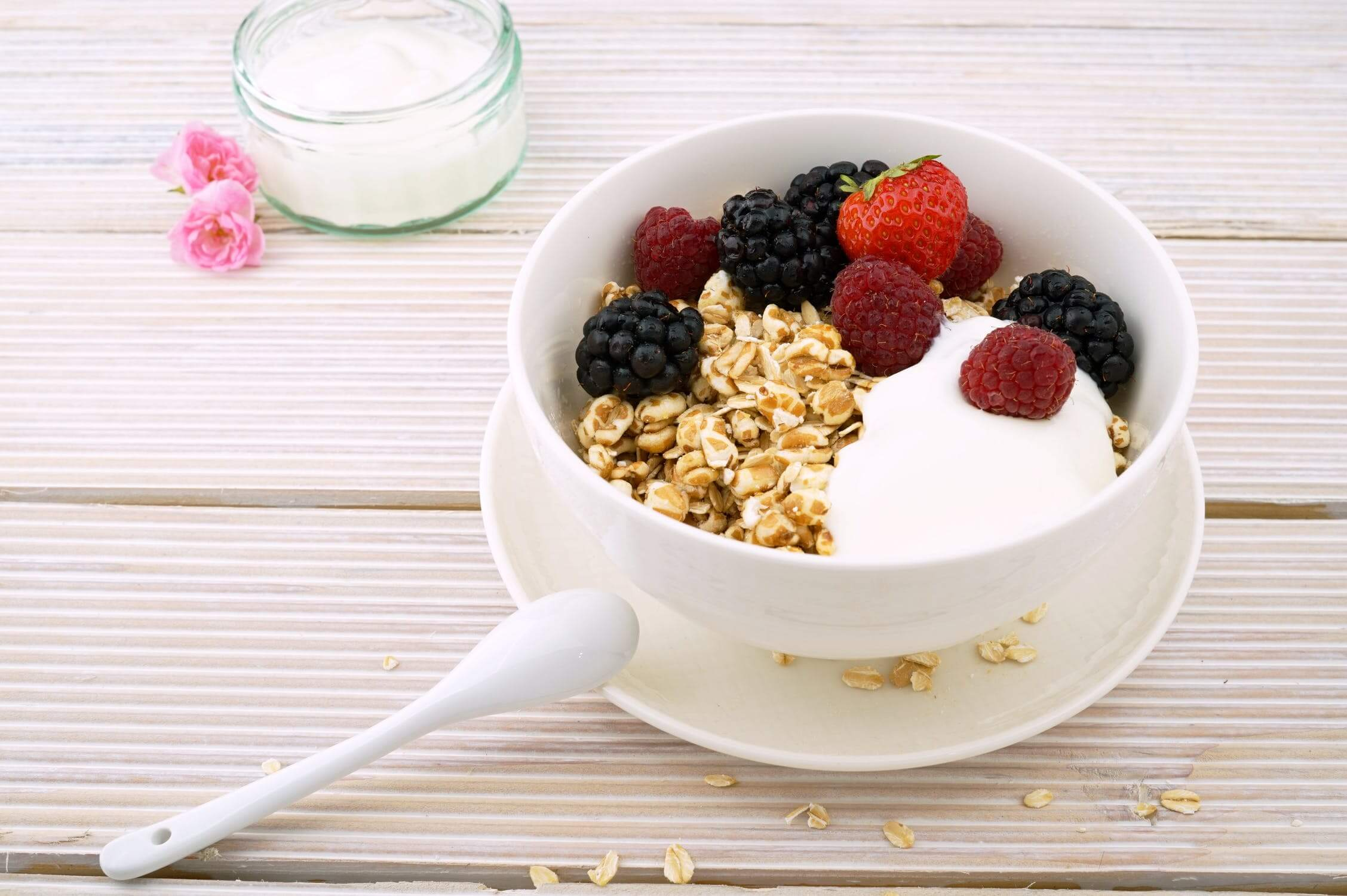 A bowl of berries, granola and yogurt. Yogurt is a great food for seniors with diabetes.
